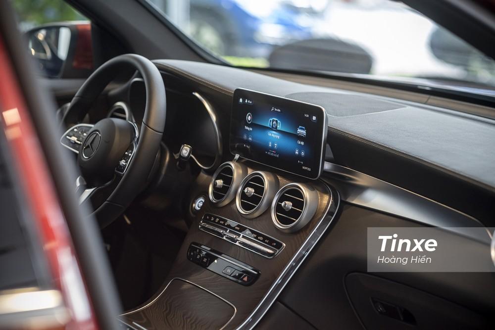 Cụm điều khiển trung tâm của Mercedes-Benz GLC200 4matic.