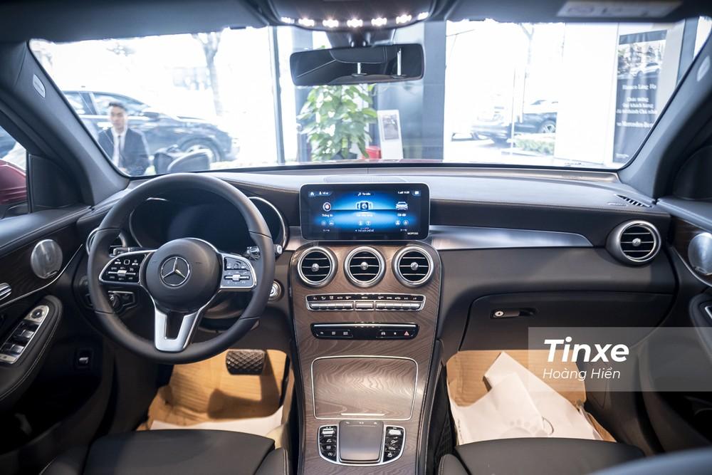 Nội thất vẫn lịch sự, trang trọng như thường thấy của Mercedes-Benz GLC200 4matic.