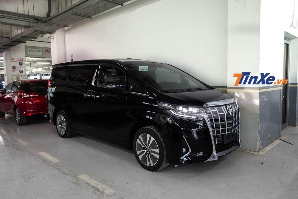Mẫu MPV hạng sang Toyota Alphard đang được triệu hồi tại Việt Nam để khắc phục lỗi dây đai an toàn