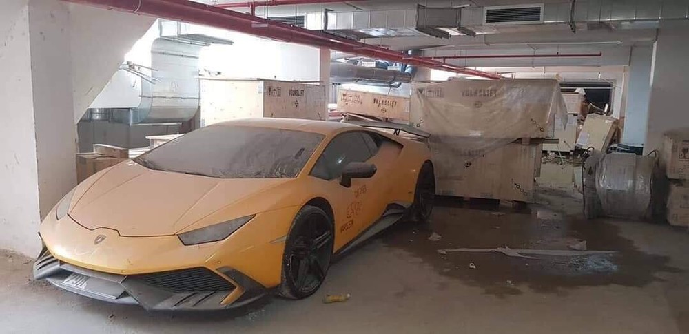 Lamborghini Huracan LP610-4 độ Mansory đình đám một thời hiện nằm phủ bụi tại nhà kho ở Nha Trang