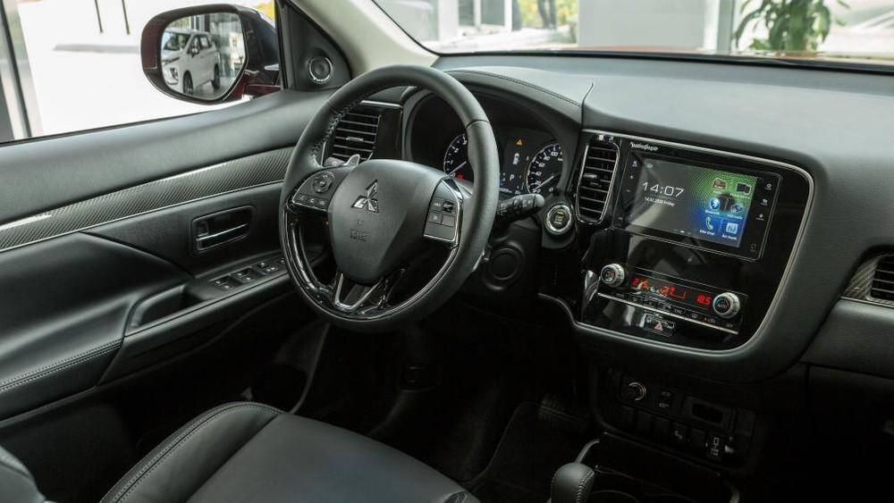 Nội thất của Mitsubishi Outlander 2020
