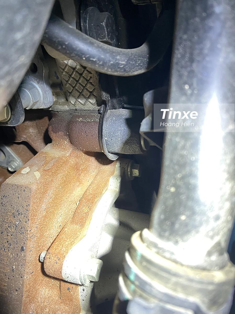 Hiện tượng rò rỉ dầu trên nắp bưởng trục cam ở một số xe Ford sử dụng động cơ Bi-Turbo 2.0L.