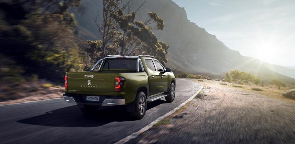 Peugeot Landtrek nhìn từ phía sau