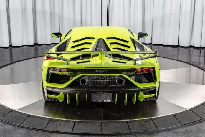 Vẻ đẹp của siêu phẩm Lamborghini Aventador SVJ mang màu sơn Verde Themis.
