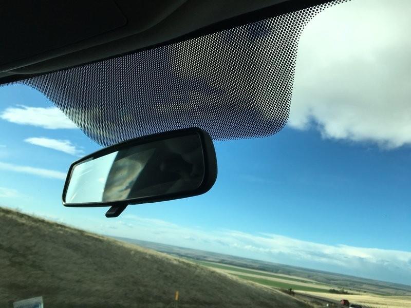 Tác dụng quan trọng nhất là frit là giúp kính lái được gắn chặt với xe