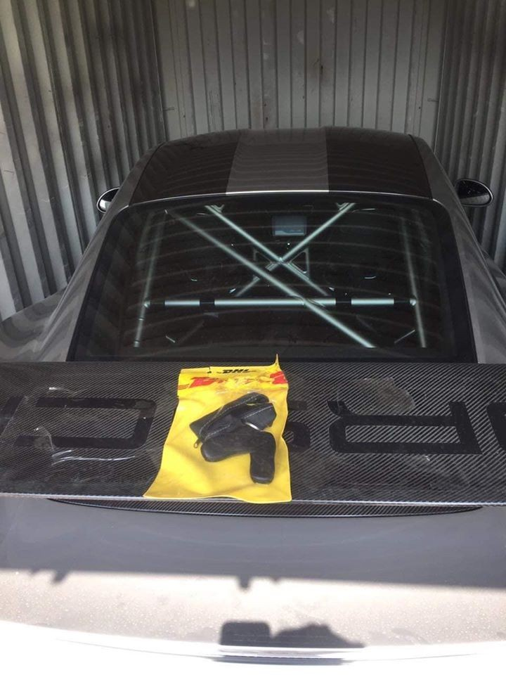 Đây là chiếc Porsche 911 GT2 RS thứ 2 tại Việt Nam mang gói Weisach Package