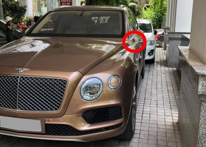 Bentley Bentayga bị vặt một gương bên tài và các chụp logo ở mâm nhưng trong cùng ngày các món đồ bị mất đã được trả về cho chủ xe.