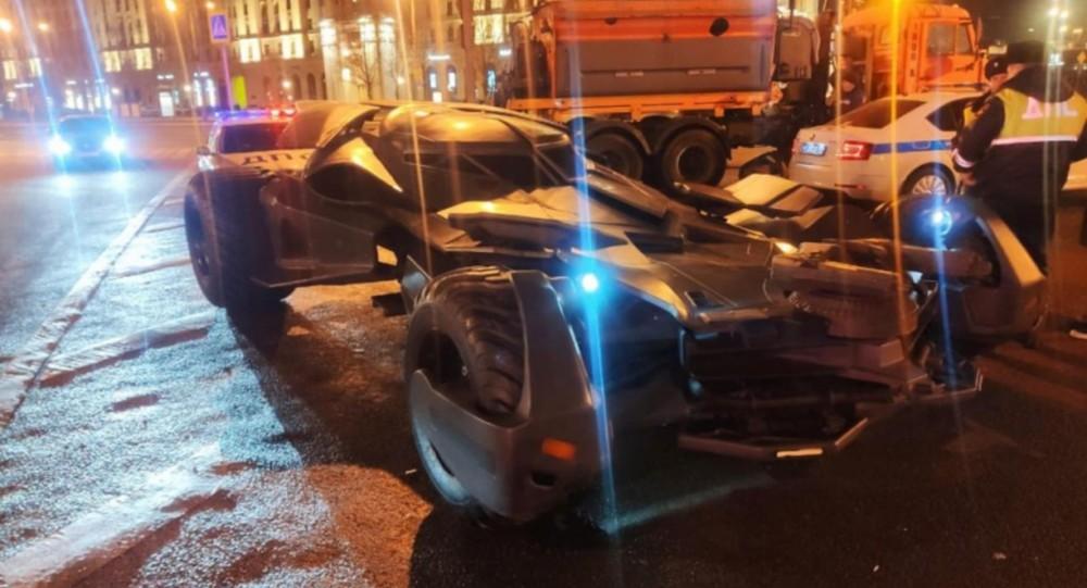 Chiếc Batmobile này không hề có biển số