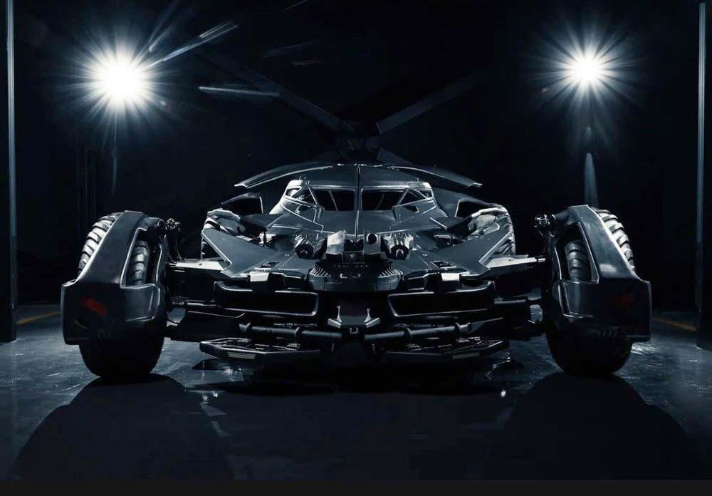 Chiếc Batmobile bản sao có cả súng giả trên đầu xe