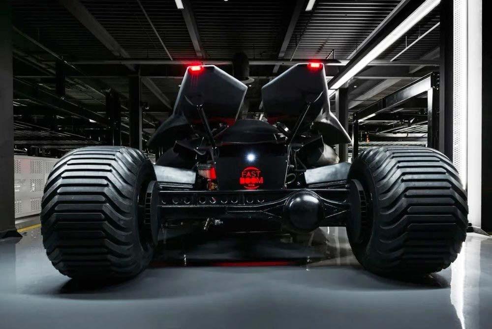 Chiếc Batmobile dùng động cơ V8 mạnh mẽ