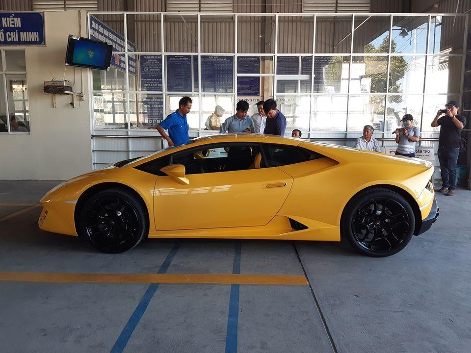 Siêu xe Lamborghini Huracan LP580-2 ở Cần Thơ được chủ nhân cho đi đăng ký và đăng kiểm biển số vào chiều nay