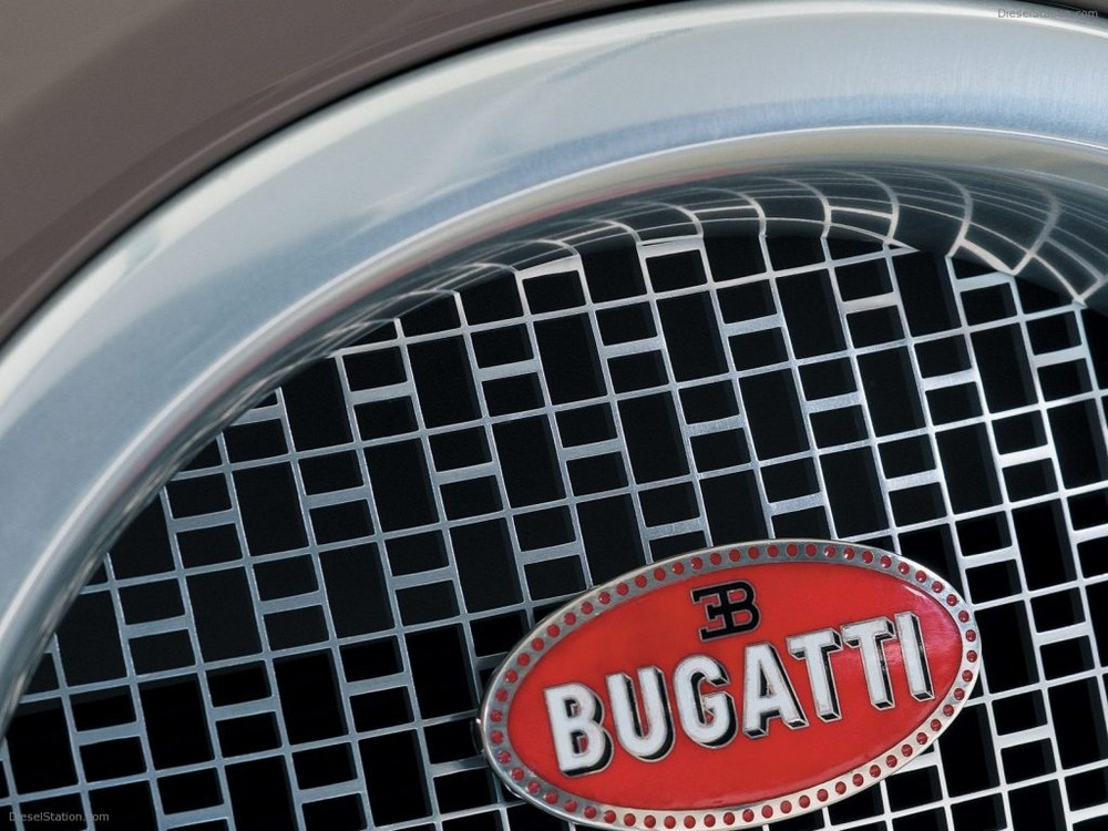 Hay lưới tản nhiệt phía trước đầu xe cũng được tạo hình từ chữ H. Trên tấm lưới tản nhiệt này có logo của Bugatti.