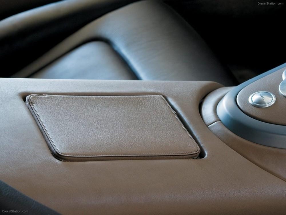 Nội thất của chiếc siêu xe triệu đô Bugatti Veyron FBG par Hermes có ngoại thất phối màu Ebony Metallic và Etoupe