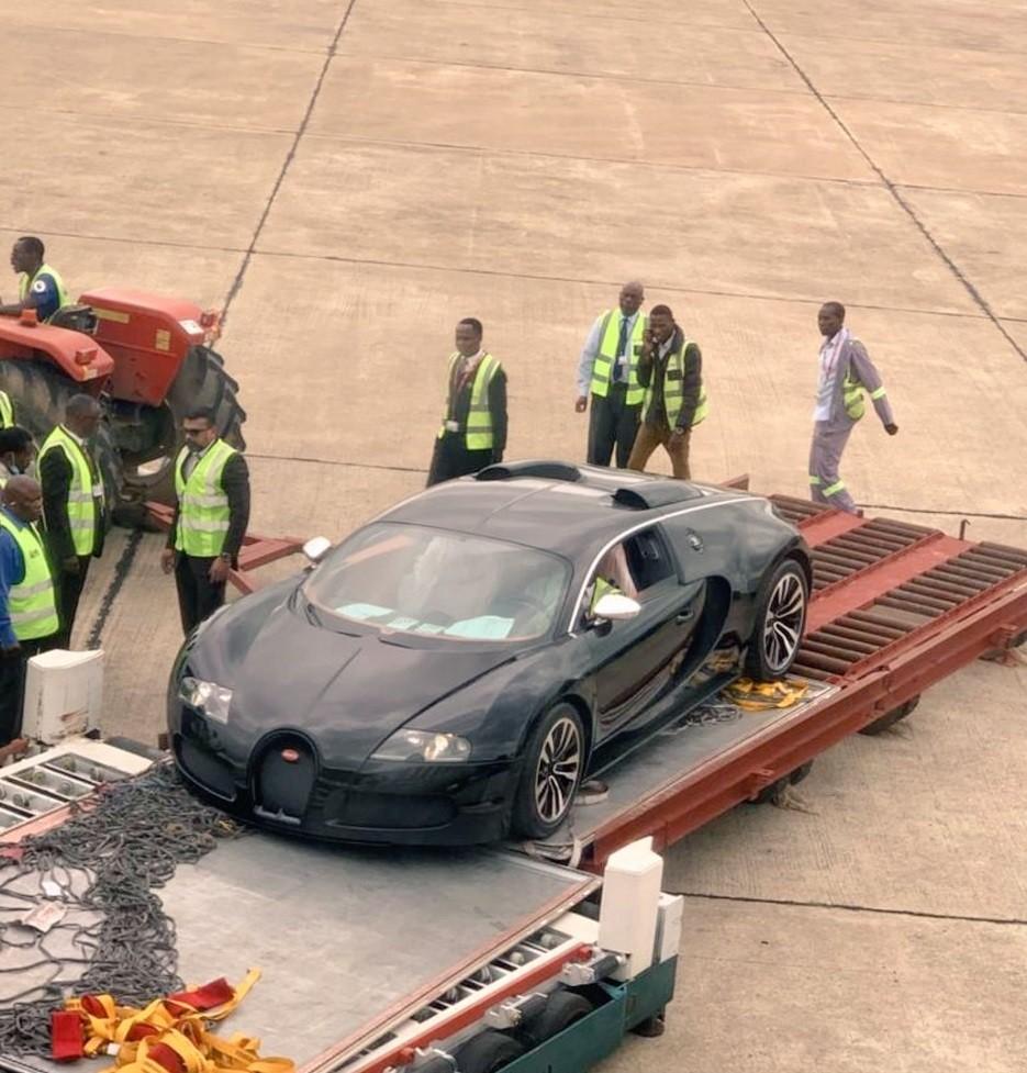 Chiếc Bugatti Veyron xuất hiện tại sân bay ở Zambia