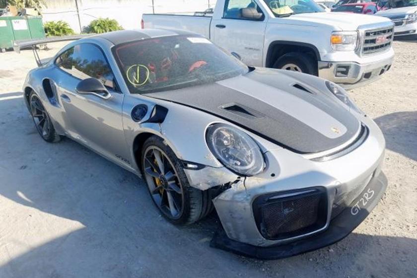 Mặc dù trong tình trạng hỏng, nhưng chiếcPorsche 911 GT2 RS vẫn được chào bán với giá hàng trăm nghìn USD