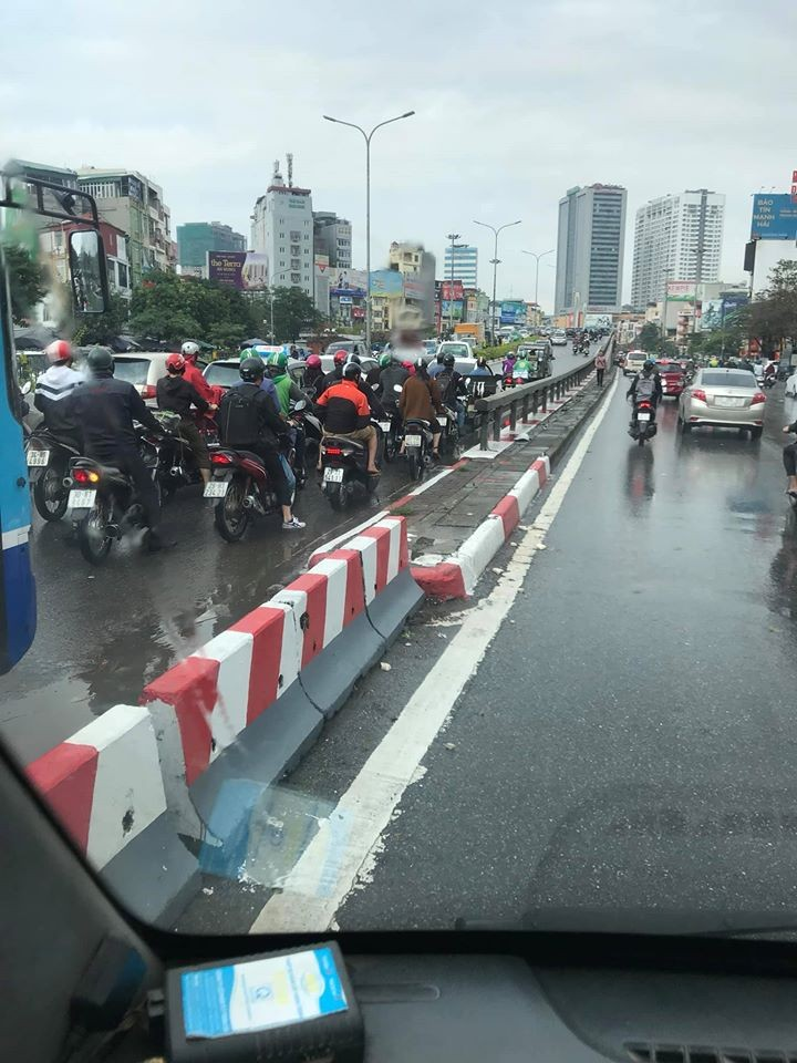 A collision at Nga Tu So overpass makes traffic through the bridge congested
