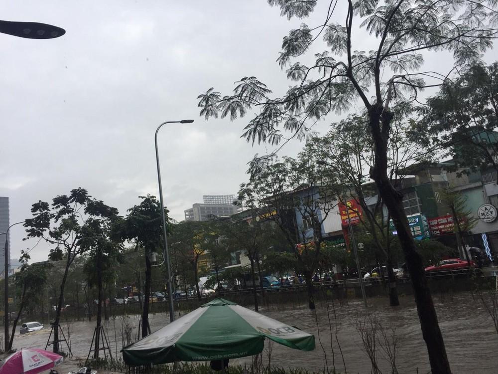 Thai Ha Street was flooded after a sudden heavy rain