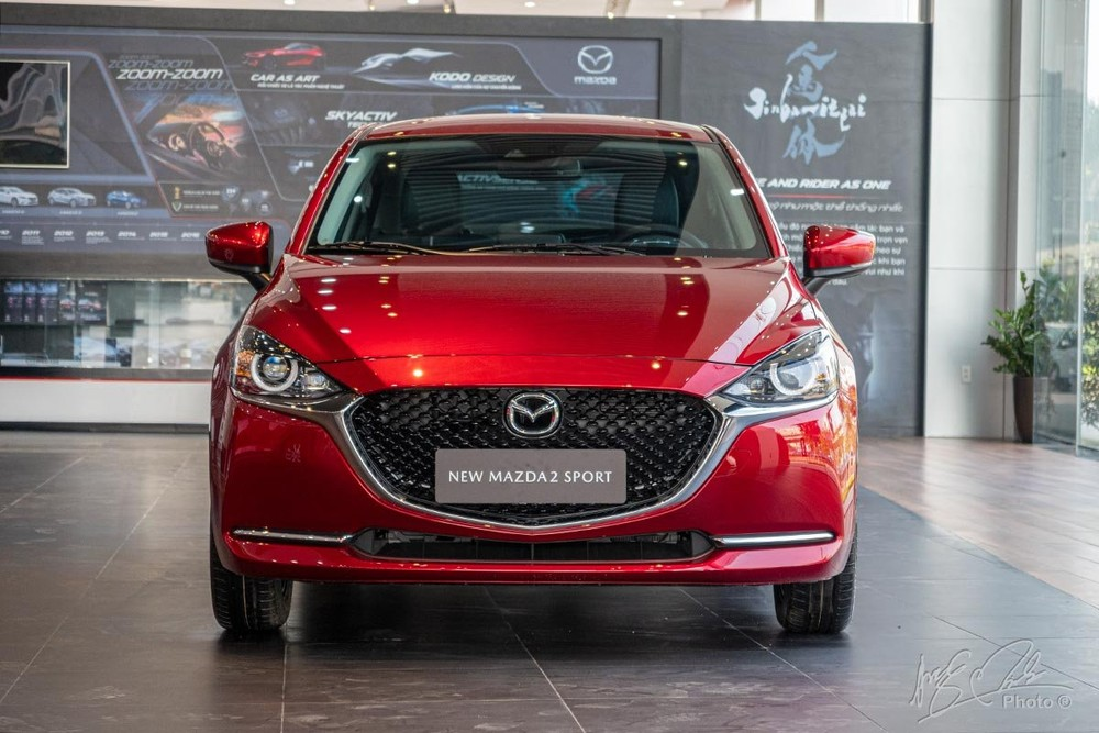 Đầu xe Mazda2 Sport 2020