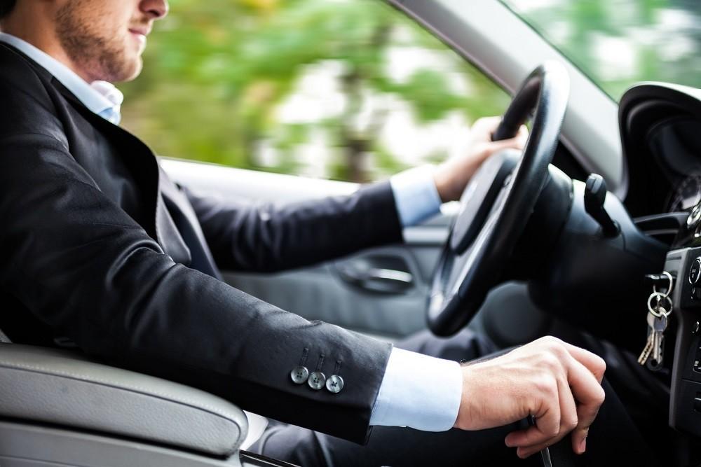 Kiểm soát tốc độ là cách chạy xe ô tô tiết kiệm xăng hiệu quả