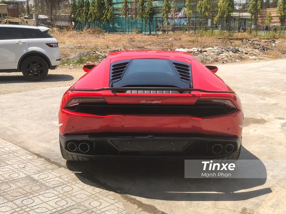 Vẻ đẹp của siêu xe Lamborghini Huracan LP610-4 mới thay áo màu đỏ.