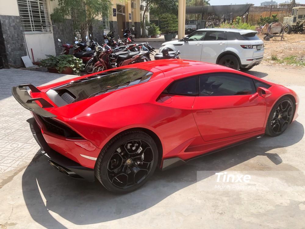Theo chia sẻ từ chủ xưởng độ đã lột xác cho chiếc siêu xe Lamborghini Huracan LP610-4 này, thời gian thi công rơi vào khoảng hơn 20 ngày.