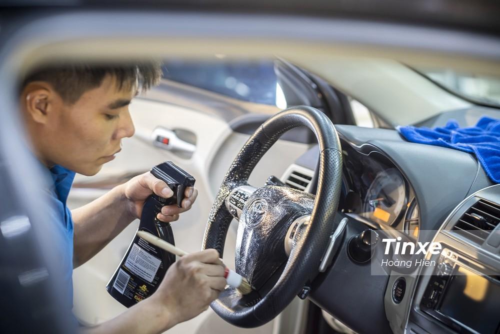 Định kỳ từ 3-6 tháng, các lái xe nên tổng vệ sinh để diệt khuẩn, khử mùi cho xe ô tô.