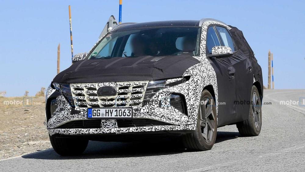 Hyundai Tucson 2021 chạy trên đường thử