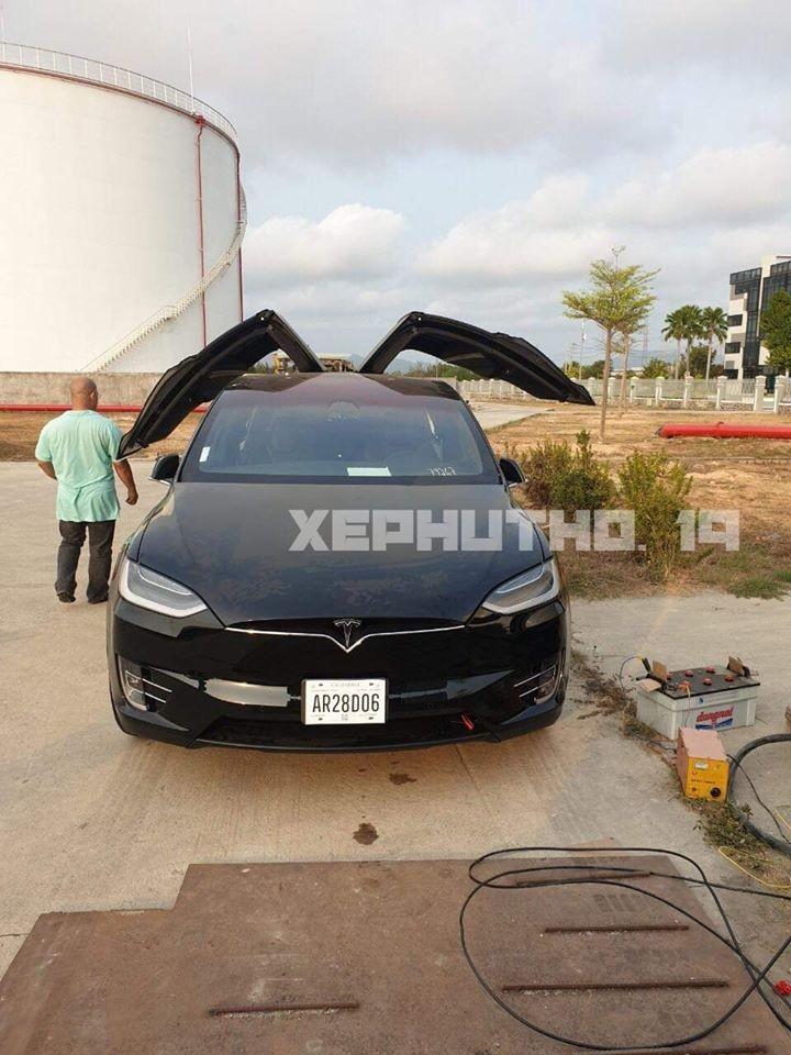 Đây chính là chiếc Tesla Model X đầu tiên về Việt Nam trong năm 2020