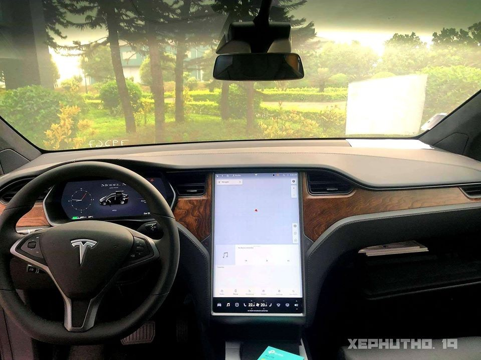 The interior of Tesla Model X car in Phu Tho with the highlight of a tablet-like entertainment screen