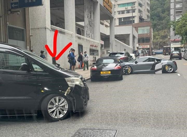 Nguyên nhân vụ tai nạn liên hoàn có thể bắt nguồn từ chiếc xe 7 chỗ màu đen này