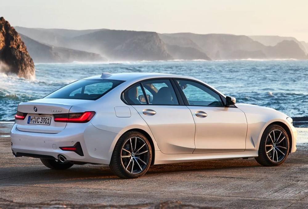So với BMW 320i cũ, phiên bản mới sở hữu ngoại hình hiện đại, hầm hố hơn