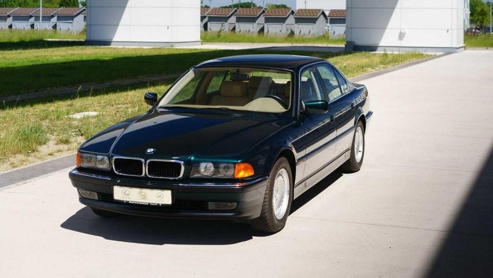 Chiếc BMW 740i đời 1998 hiện đang được rao bán trên eBay