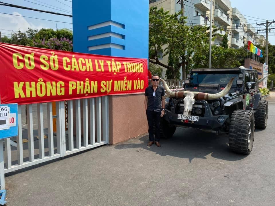 Ông Lâm Tấn Lợi bên Jeep Wrangler độ khủng có một không hai tại Việt Nam
