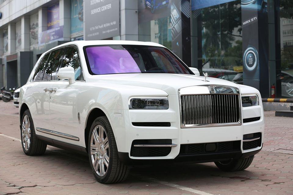Vẻ đẹp của chiếc Rolls-Royce Cullinan mới xuất hiện tại Thái Nguyên lúc còn ở Hà Nội