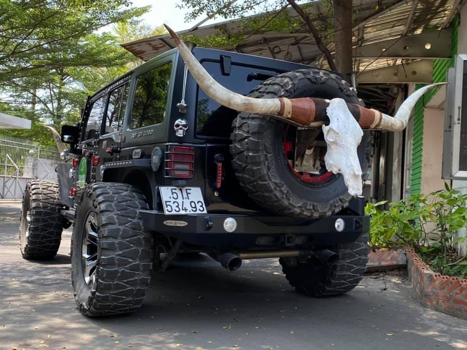 Chiếc xe được trang bị bộ vành 20 inch và bánh độ hầm hố