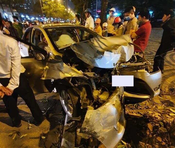 Chiếc Toyota Vios thiệt hại khá nghiêm trọng