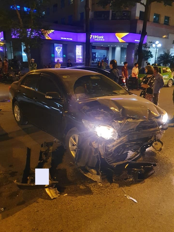 Trước đó chiếc Toyota Vios đã xảy ra va chạm với xe Toyota Corolla Altis ở ngã 4