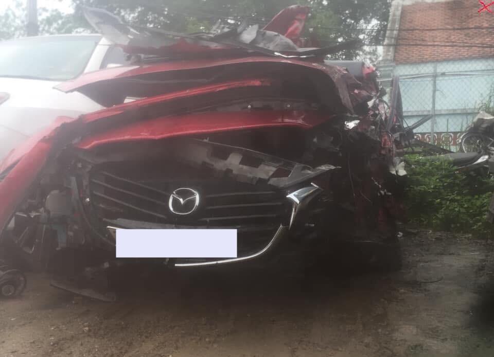Chiếc Mazda đã được đưa về bãi xe