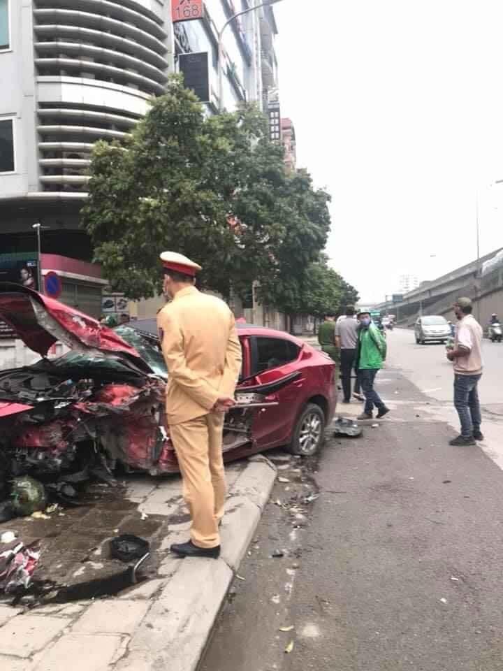 Lực lượng chức năng tại hiện trường vụ tai nạn