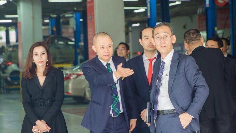 Ông Hiroyuki Ueda (ngoài cùng bên phải)