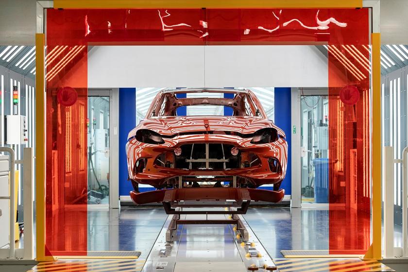 Hình ảnh tại một nhà máy của Aston Martin