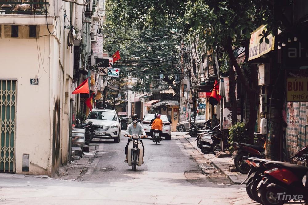 Khu vực phố cổ đa số hàng quán đóng cửa