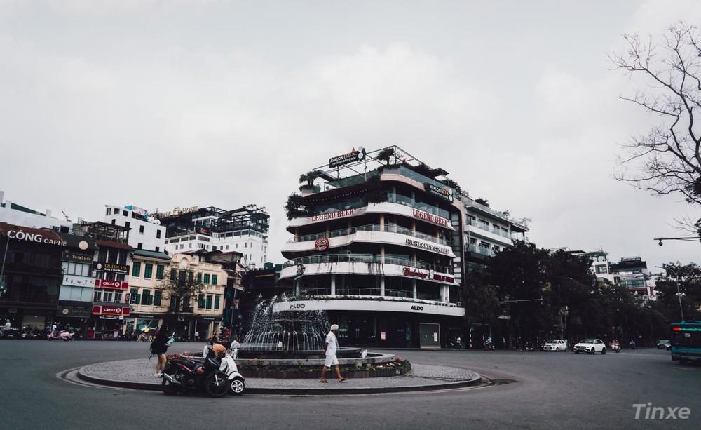 Quảng trường Đông Kinh Nghĩa Thục, Hàm Cá Mập đóng cửa phòng dịch