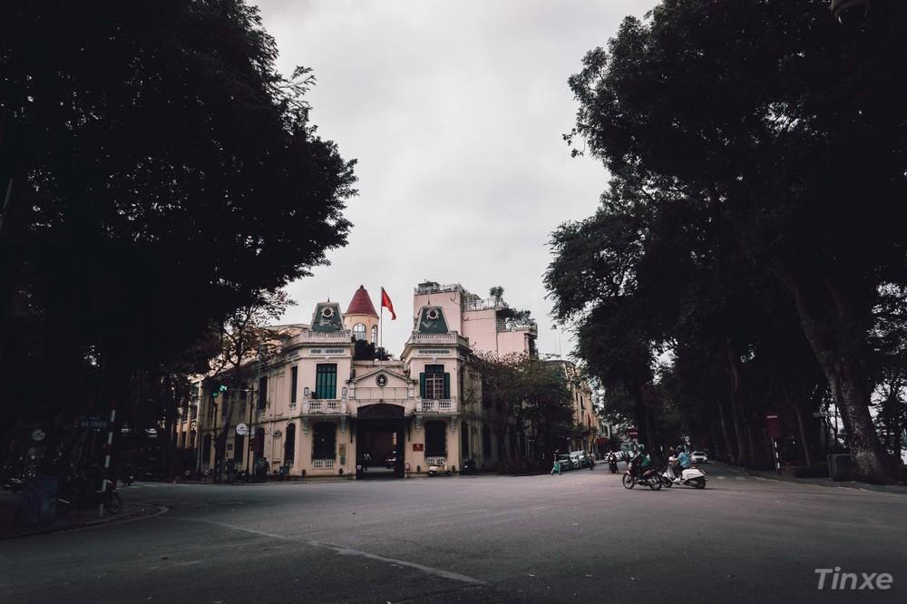 Ngã tư Bà Triệu - Hàng Khay