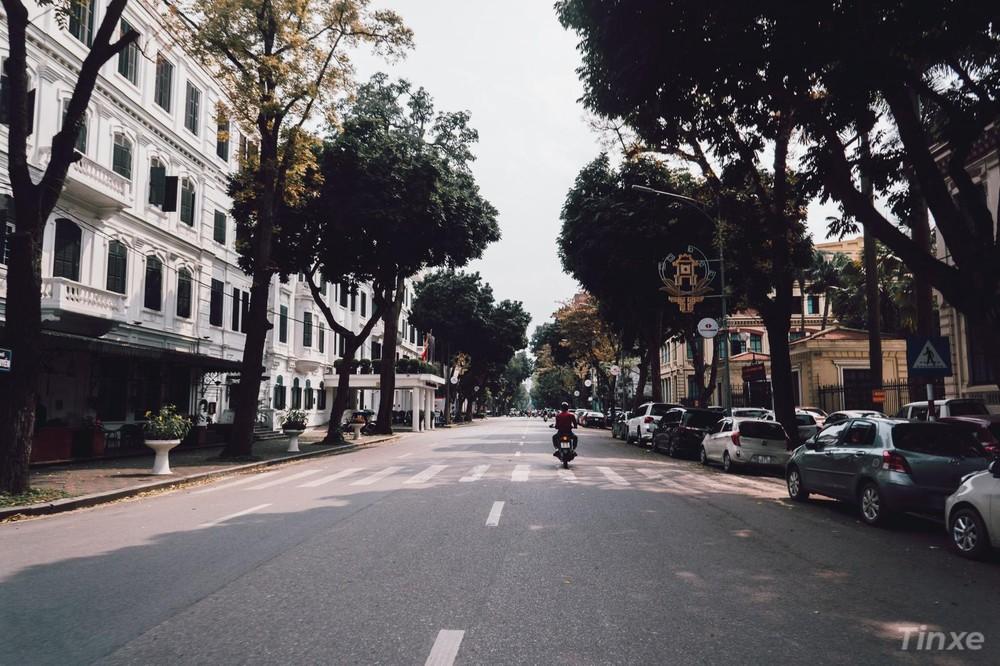 Phố Lý Thái Tổ - Đoạn qua khách sạn Metropole Hà Nội