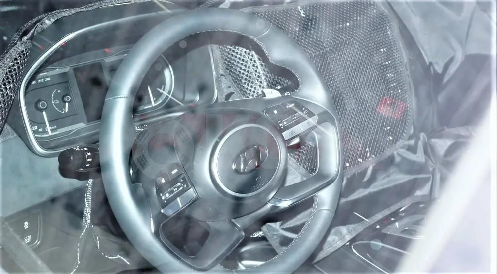 Vô lăng của Hyundai Tucson 2021 giống với Elantra và Creta