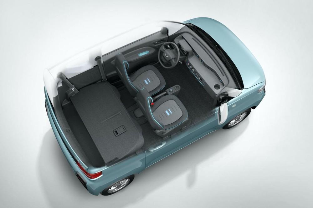Nếu muốn chở hành lý, hàng ghế sau của Wuling EC5 EV phải gập xuống