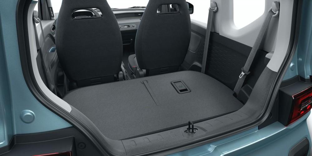 Hàng ghế sau gập xuống, tạo khoang hành lý có thể tích 740 lít cho Wuling EC5 EV