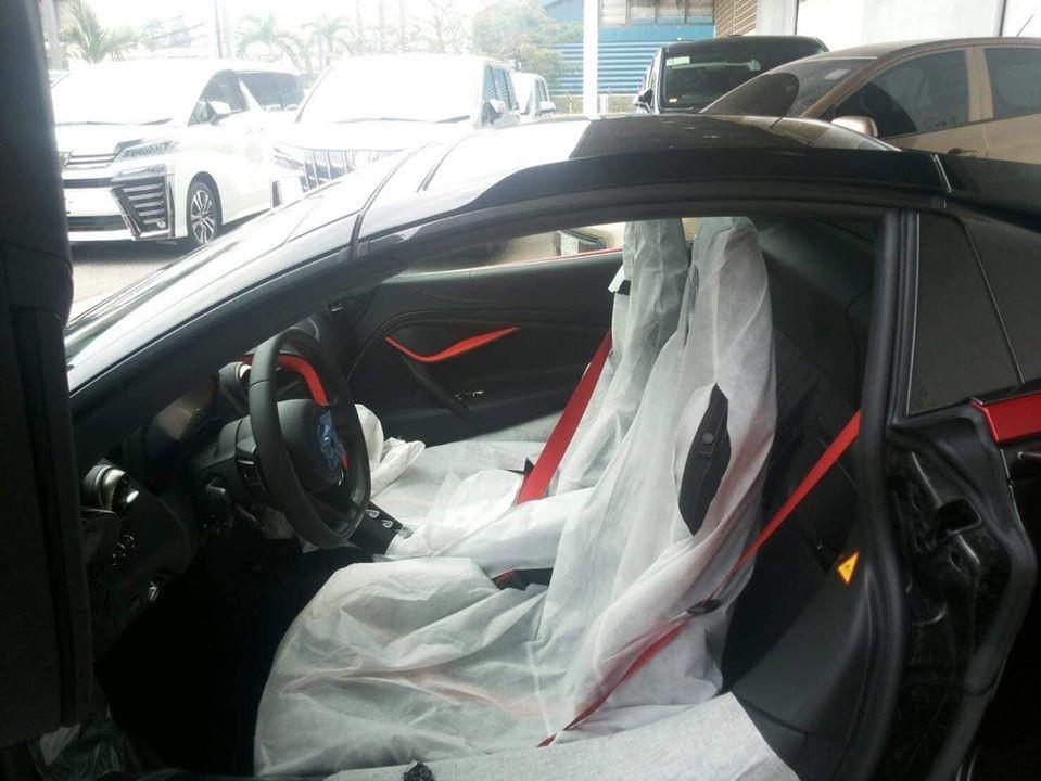Còn đây là nội thất của xe