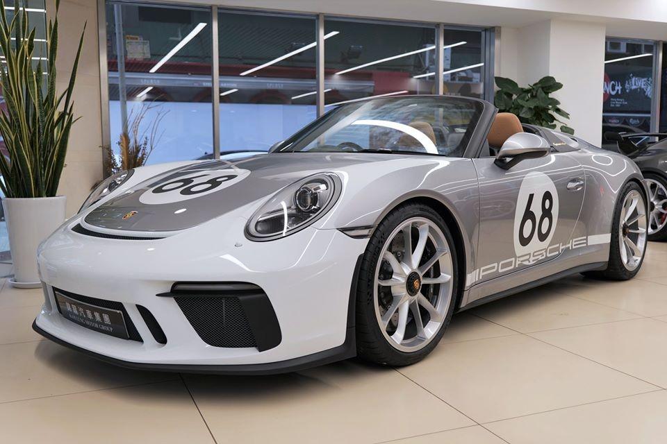 Trên toàn thế giới chỉ có đúng 1.948 chiếc siêu xe Porsche 911 Speedster được sản xuất và chiếc xe đầu tiên đến Hồng Kông mang số thứ tự 886/1948. Xe thuộc sở hữu của một nhà sưu tầm xe ở khu vực hành chính đặc biệt của Trung Quốc.